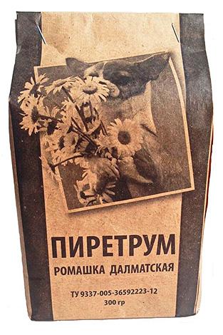 Piretro in polvere dai fiori di camomilla dalmata.