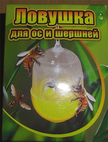 La foto mostra un esempio di trappola per vespe e calabroni di produzione industriale.