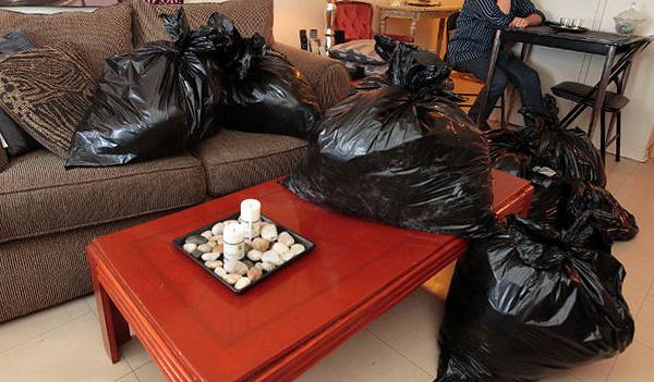 Abbigliamento, cibo e giocattoli per bambini dovrebbero preferibilmente essere sigillati in sacchetti di plastica per proteggerli dall'esposizione al fumo.