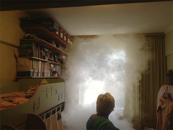 Anche una speciale bomba fumogena per insetti può uccidere completamente gli scarafaggi in un appartamento in poche ore.