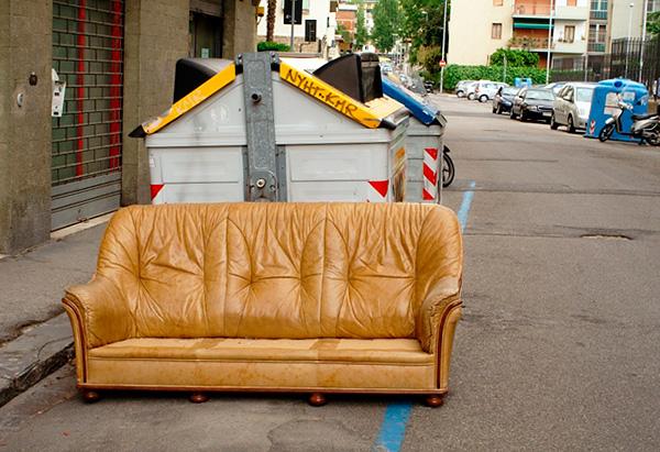 Va tenuto presente che divani e sedie vengono spesso gettati via proprio a causa della loro infezione da cimici.