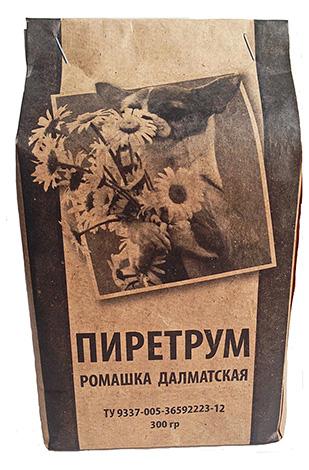 La polvere di piretro è un insetticida naturale prodotto dai fiori secchi della camomilla dalmata.